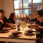 Först varm soppa.  Saknas kring soppan är konstnärerna Nina Bondeson och Ida-Lovisa Rudolfsson